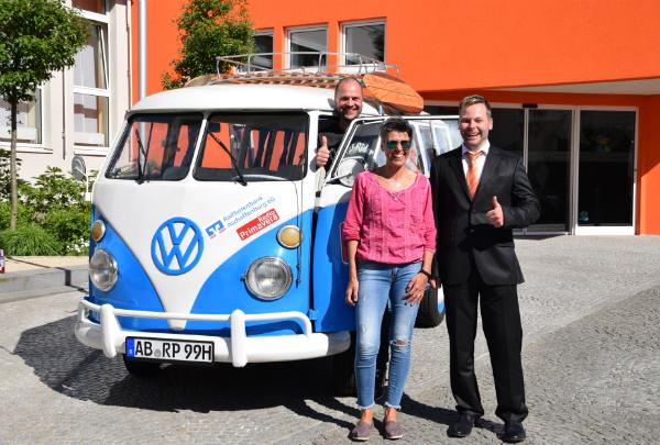 Übergabe des VW Bulli