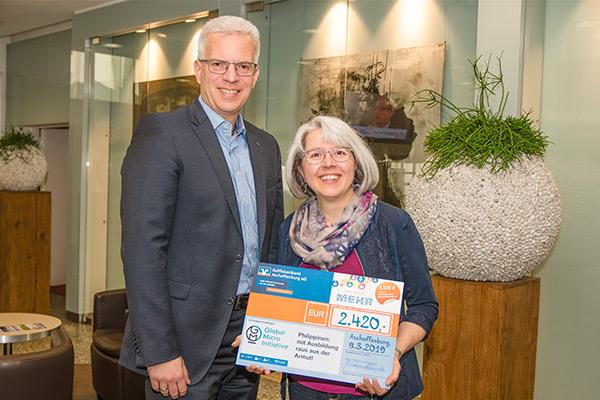 Raiffeisenbank Aschaffenburg eG überreicht Spende in Höhe von 2.420 Euro