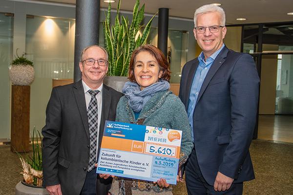 Raiffeisenbank Aschaffenburg eG überreicht Spende in Höhe von 5.610 Euro